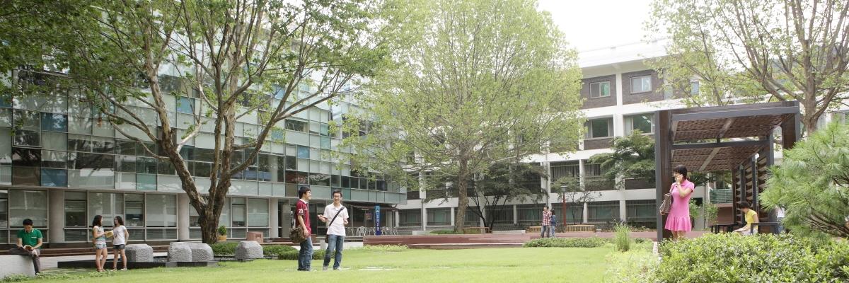 인문대학교 옥외공간